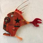 Pesce fix, scultura con materiali di recupero